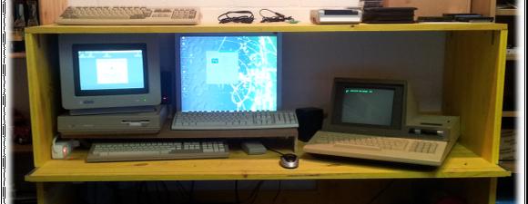 Von Links nach rechts: ATARI ST (1987), Windows 98 SE auf AMD Athlon (1997) und Sharp mz-80A (1982)